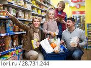 Купить «Happy family of four purchasing food», фото № 28731244, снято 23 января 2019 г. (c) Яков Филимонов / Фотобанк Лори