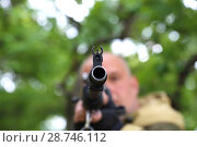 Купить «The man hunter is aiming at the gun. Sighting the gun barrel at the target.», фото № 28746112, снято 10 июня 2018 г. (c) Светлана Евграфова / Фотобанк Лори