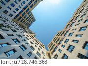 Купить «Фасад новых жилых многоэтажных домов на фоне неба», фото № 28746368, снято 23 июля 2019 г. (c) Сергеев Валерий / Фотобанк Лори