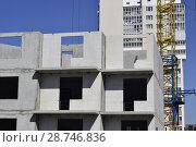 Купить «Фасад новых жилых многоэтажных домов на фоне неба», фото № 28746836, снято 23 июля 2019 г. (c) Сергеев Валерий / Фотобанк Лори