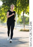 Купить «Girl enjoying morning run outdoors», фото № 28752244, снято 5 июля 2017 г. (c) Яков Филимонов / Фотобанк Лори
