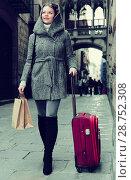 Купить «girl teenager with baggage outdoors», фото № 28752308, снято 11 ноября 2017 г. (c) Яков Филимонов / Фотобанк Лори