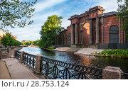 Купить «Арка Новой Голландии Arch of the brick building of New Holland», фото № 28753124, снято 4 июня 2018 г. (c) Baturina Yuliya / Фотобанк Лори