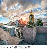 Купить «Сфинкс на закате Sculpture of the sphinx  in the rays of the setting sun», фото № 28753200, снято 4 июня 2018 г. (c) Baturina Yuliya / Фотобанк Лори
