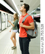 Купить «Couple is looking at the scoreboard for moving around the city», фото № 28753528, снято 14 июня 2018 г. (c) Яков Филимонов / Фотобанк Лори