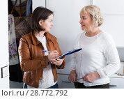 Купить «Social survey with mature woman», фото № 28772792, снято 14 ноября 2017 г. (c) Яков Филимонов / Фотобанк Лори
