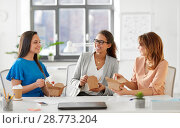 Купить «happy businesswomen eating take out food at office», фото № 28773204, снято 17 марта 2018 г. (c) Syda Productions / Фотобанк Лори