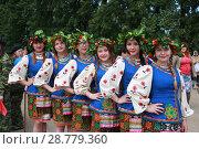 Девушки в национальных костюмах (2015 год). Редакционное фото, фотограф Дарья Плеханова / Фотобанк Лори