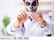 Купить «Scary monster doctor working in lab», фото № 28780980, снято 9 ноября 2017 г. (c) Elnur / Фотобанк Лори