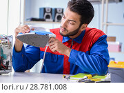Купить «Man repairman repairing iron at service center», фото № 28781008, снято 11 июля 2017 г. (c) Elnur / Фотобанк Лори