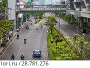 Купить «Бывает время, когда движение на дорогах Бангкока не большое», фото № 28781276, снято 12 апреля 2013 г. (c) Александр Романов / Фотобанк Лори