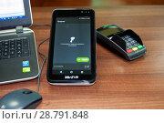 Купить «Он-лайн касса, пин-пад для банковских карт», фото № 28791848, снято 19 июля 2018 г. (c) Игорь Р / Фотобанк Лори