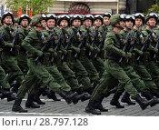 Купить «Десантники 331-го гвардейского парашютно-десантного Костромского полка во время генеральной репетиции парада на Красной площади в честь Дня Победы», фото № 28797128, снято 6 мая 2018 г. (c) Free Wind / Фотобанк Лори