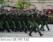 Купить «Десантники 331-го гвардейского парашютно-десантного Костромского полка во время генеральной репетиции парада на Красной площади в честь Дня Победы», фото № 28797132, снято 6 мая 2018 г. (c) Free Wind / Фотобанк Лори