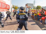 Купить «children dressed uniforms of police officers dancing in the park for parents and townspeople.», фото № 28803600, снято 16 сентября 2017 г. (c) Акиньшин Владимир / Фотобанк Лори