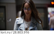 Купить «The girl got out of the subway train, slow motion», видеоролик № 28803916, снято 27 января 2020 г. (c) Константин Шишкин / Фотобанк Лори