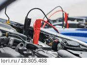 Купить «Automobile help. booster jumper cables charging automobile discharged battery», фото № 28805488, снято 1 апреля 2018 г. (c) Дмитрий Калиновский / Фотобанк Лори