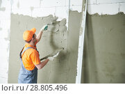 Купить «Plasterer spreading plaster on wall. Renovation service», фото № 28805496, снято 2 апреля 2018 г. (c) Дмитрий Калиновский / Фотобанк Лори
