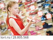 Купить «season sale. Little girl shopping walking shoe», фото № 28805568, снято 9 мая 2018 г. (c) Дмитрий Калиновский / Фотобанк Лори