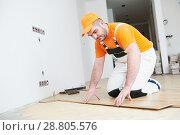 Купить «worker joining parquet floor.», фото № 28805576, снято 25 января 2018 г. (c) Дмитрий Калиновский / Фотобанк Лори