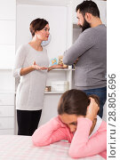 Купить «Parents arguing at home», фото № 28805696, снято 22 сентября 2018 г. (c) Яков Филимонов / Фотобанк Лори