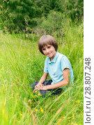 Купить «The boy in the green grass», фото № 28807248, снято 7 июля 2018 г. (c) Юлия Кузнецова / Фотобанк Лори