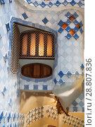 Купить «Внутренний дворик Casa Batllo в Барселоне, Каталония, Испания», фото № 28807836, снято 8 апреля 2018 г. (c) Наталья Волкова / Фотобанк Лори