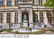 Купить «Памятник фламандскому писателю Хендрику Консиансу (Conscience) около здания городской библиотеки. Антверпен. Бельгия», эксклюзивное фото № 28820228, снято 5 мая 2018 г. (c) Сергей Афанасьев / Фотобанк Лори