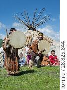 Купить «Концерт фольклорного танцевального коллектива коренных народов полуострова Камчатка», фото № 28825844, снято 11 июля 2015 г. (c) А. А. Пирагис / Фотобанк Лори