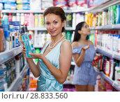 Купить «Positive woman looking for effective mouthwash», фото № 28833560, снято 21 июня 2018 г. (c) Яков Филимонов / Фотобанк Лори