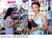 Купить «Attractive mature woman looking for brush set at store», фото № 28833572, снято 21 июня 2018 г. (c) Яков Филимонов / Фотобанк Лори
