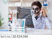 Купить «Scary monster doctor working in lab», фото № 28834040, снято 9 ноября 2017 г. (c) Elnur / Фотобанк Лори