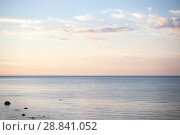Купить «Побережье Балтийского моря в Эстонии на закате в солнечный день», фото № 28841052, снято 6 июля 2018 г. (c) Victoria Demidova / Фотобанк Лори