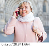 adult woman talking on mobile phone. Стоковое фото, фотограф Яков Филимонов / Фотобанк Лори