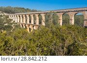 Купить «Roman aqueduct in city of Taragona in summer», фото № 28842212, снято 31 января 2018 г. (c) Татьяна Яцевич / Фотобанк Лори