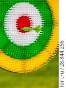 Купить «Green arrow in a multi-colored target», фото № 28844256, снято 22 июля 2018 г. (c) Игорь Овсянников / Фотобанк Лори