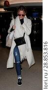 Купить «Felicity Hoffman arrives at the airport Featuring: Felicity Hoffman Where: Los Angeles, California, United States When: 10 Mar 2017 Credit: WENN.com», фото № 28853816, снято 10 марта 2017 г. (c) age Fotostock / Фотобанк Лори