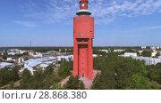 Купить «Вид на старую водонапорную башню солнечным летним днем. Ханко, Финляндия», видеоролик № 28868380, снято 14 июля 2018 г. (c) Виктор Карасев / Фотобанк Лори