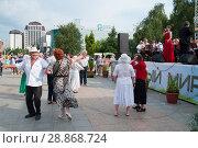 Купить «Tyumen, Russia, on July 29, 2018: Celebration of a City Day of Tyumen. People of a retirement age dance on the street under an orchestra performance.», фото № 28868724, снято 29 июля 2018 г. (c) Землянникова Вероника / Фотобанк Лори