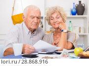 Купить «Frustrated senior couple faced financials troubles», фото № 28868916, снято 28 августа 2017 г. (c) Яков Филимонов / Фотобанк Лори