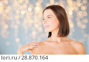 Купить «beautiful bare woman over green natural background», фото № 28870164, снято 25 июля 2013 г. (c) Syda Productions / Фотобанк Лори