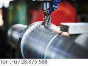 Купить «Milling metalworking process. machining shaft groove by vertical mill», фото № 28875588, снято 11 июля 2018 г. (c) Дмитрий Калиновский / Фотобанк Лори