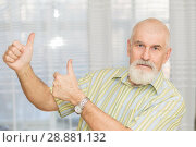 Купить «An elderly man with a beard and mustache shows his thumb up.», фото № 28881132, снято 28 января 2018 г. (c) Акиньшин Владимир / Фотобанк Лори