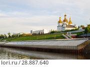 Купить «Tura River Embankment in Tyumen, Russia. Holy Trinity Monastery.», фото № 28887640, снято 2 августа 2018 г. (c) Землянникова Вероника / Фотобанк Лори