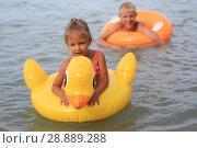 Купить «Children bathe in the sea», фото № 28889288, снято 28 июля 2018 г. (c) Типляшина Евгения / Фотобанк Лори
