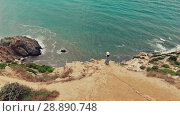 Купить «Alone woman standing on the cliff watching seascape», видеоролик № 28890748, снято 16 июля 2018 г. (c) Илья Шаматура / Фотобанк Лори
