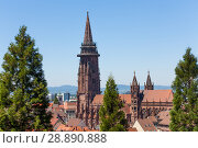 Freiburg cathedral tower against blue sky, Germany (2017 год). Стоковое фото, фотограф Сергей Новиков / Фотобанк Лори