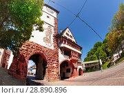 Schwabentor city gate with archway and clock tower (2017 год). Стоковое фото, фотограф Сергей Новиков / Фотобанк Лори