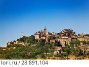 Купить «Gordes village view on the mountain, south France», фото № 28891104, снято 18 июля 2017 г. (c) Сергей Новиков / Фотобанк Лори