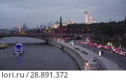 Купить «Moscow Kremlin and Bolshoy Kamenniy bridge, pleasure boats, hard traffic», видеоролик № 28891372, снято 25 июля 2018 г. (c) Ирина Мойсеева / Фотобанк Лори